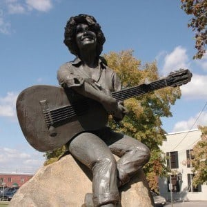Statue of Dolly Parton in Sevierville.