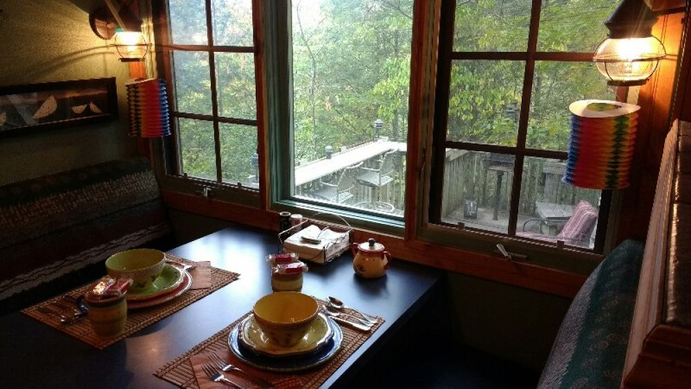 Treehouse Cozy Dining nook