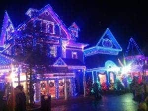 beautiful-holiday-lights-at-dollywood-during-the-smoky-mountain-christmas-festival