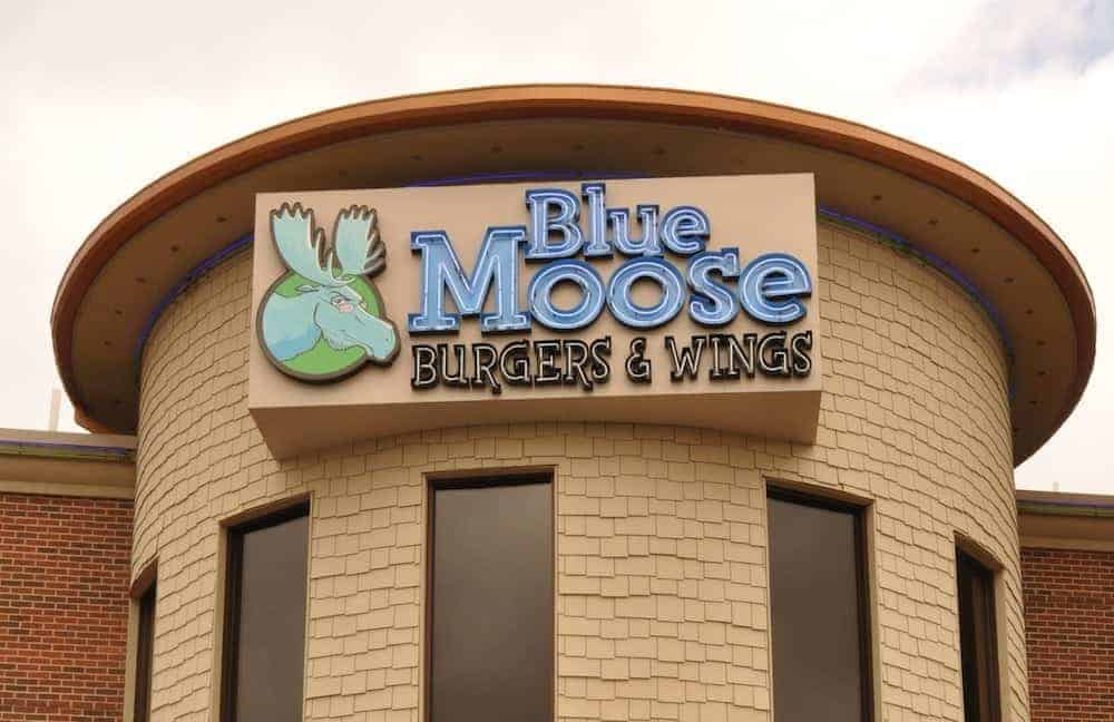 The outside of Blue Moose Burgers and Wings in Pigeon Forge TN.
