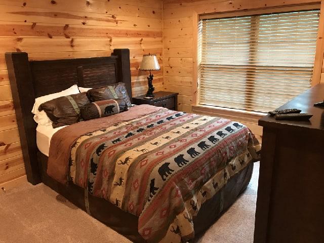 Grizzly Getaway Cabin Rental