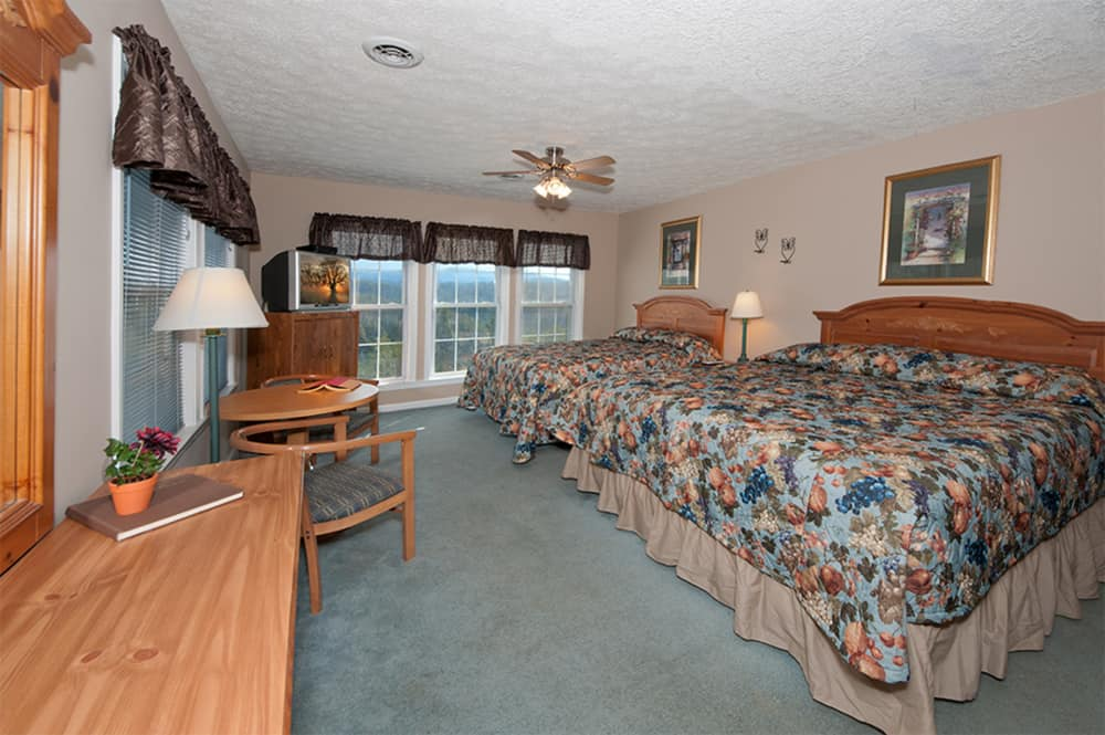 Bedroom 1 with 1 King bed and 1 Queen bed