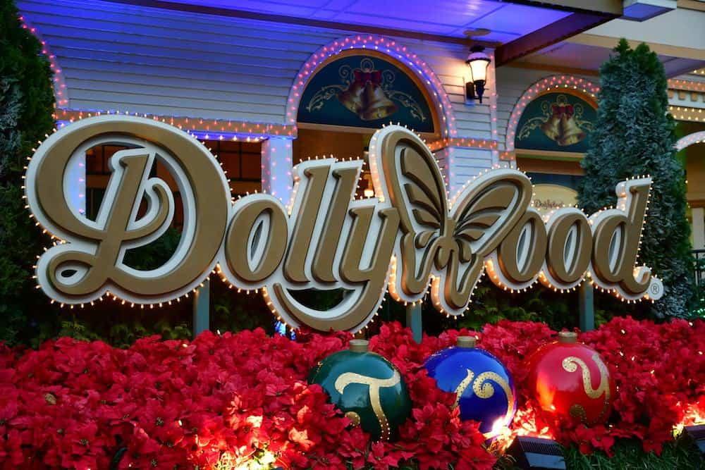 dollywood Christmas sign