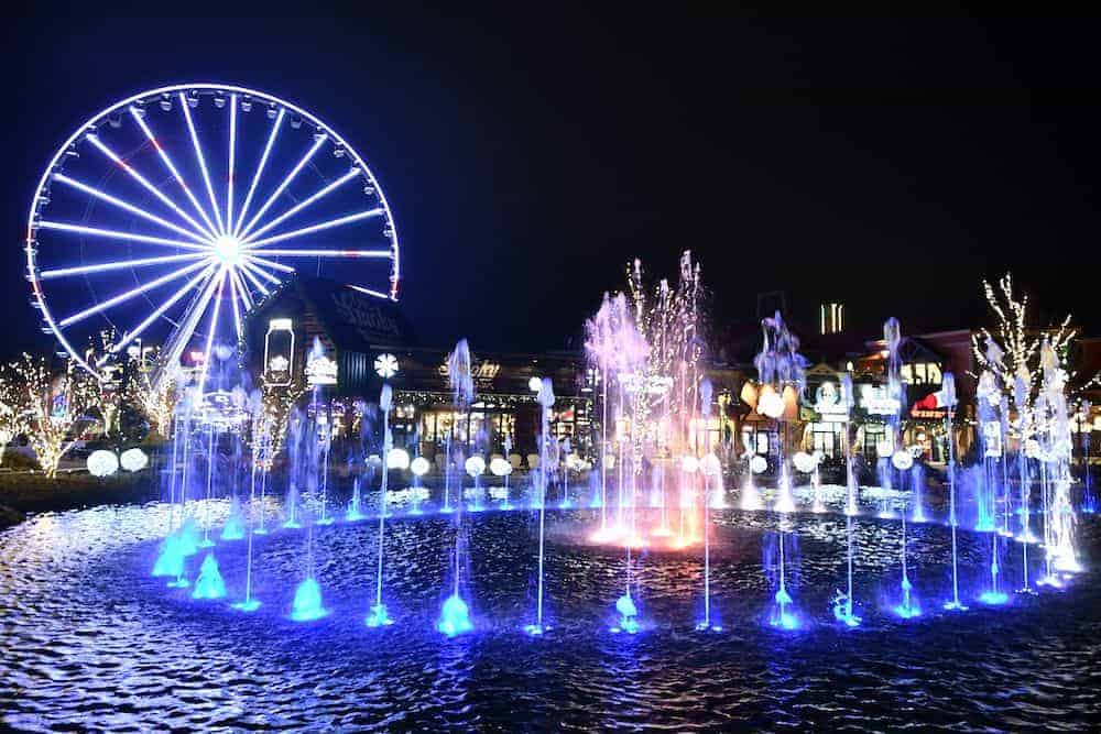 the island pigeon forge fountain night